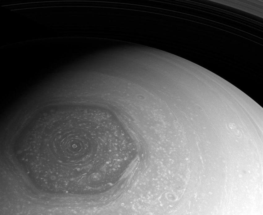шестиугольник на полюсе Сатурна