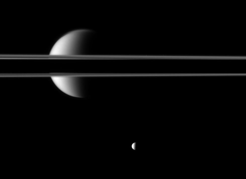 кольца Сатурна и спутники
